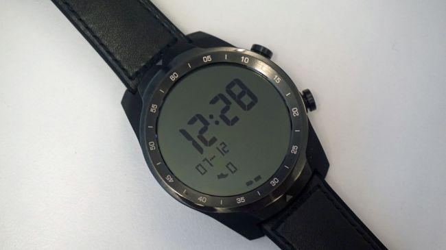 Come appare lo schermo LCD in modalità Essential sul Ticwatch Pro